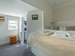 Overcliff Lodge - Bedroom 1